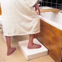 Marche pied pour baignoire réglable en hauteur