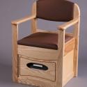 Chaise percée avec chasse d'eau