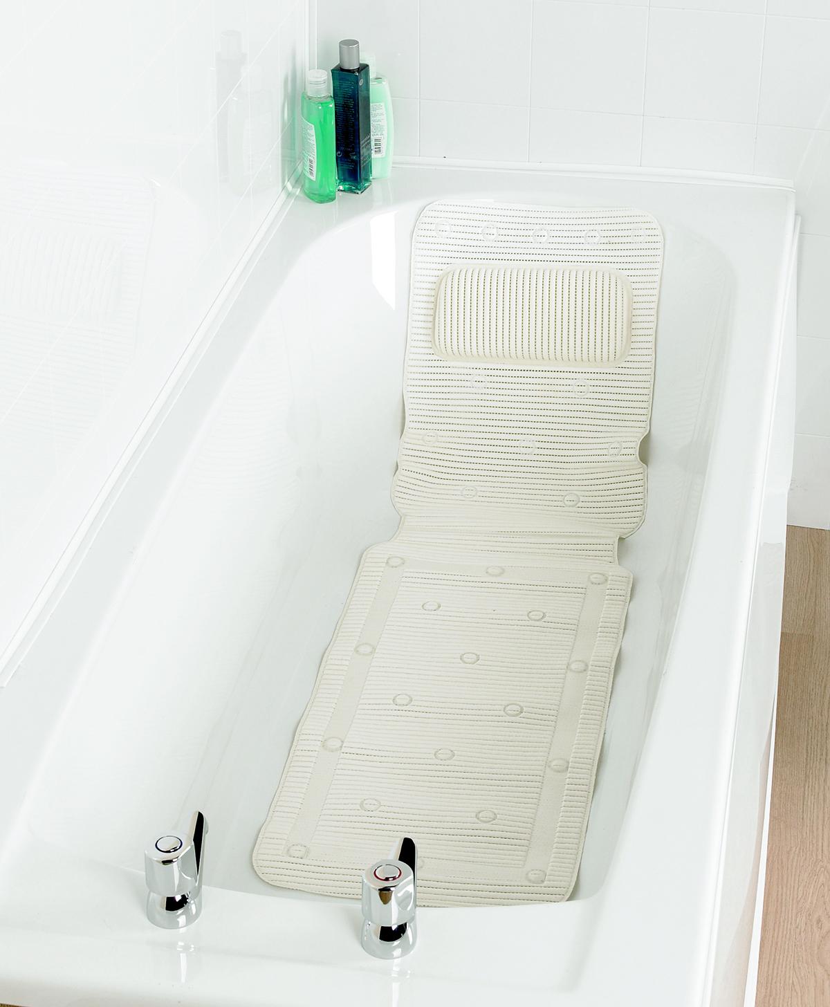 Une baignoire adaptée avec le Tapis de bain antidérapant avec dossier de soutien