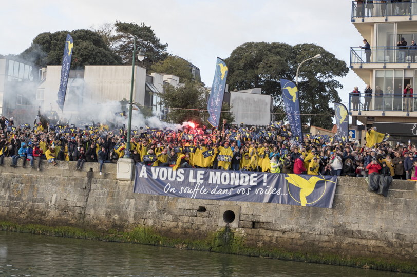 Les supporters du Souffle du Nord, dimanche matin, avant le départ du Vendée Globe