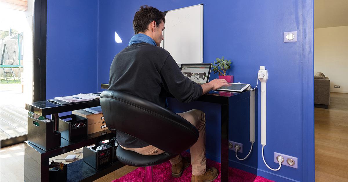 Rehausseur de prise Star Plug au bureau