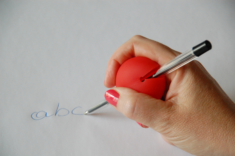 Choisir un stylo ergonomique : les Gripoballs permettent de grossir le stylo